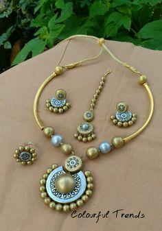 Jewelry Design Earrings, Funky Jewelry, Jewelry Model, Beaded Jewelry, Handmade Jewelry, Beaded Necklace Patterns, Jewelry Patterns, Teracotta Jewellery, Terracotta Jewellery Designs