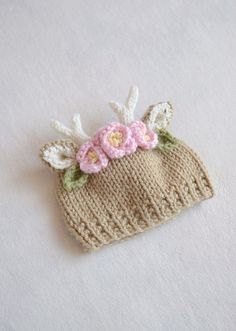 A deer hat for your new dear little one. Carefully knit with soft light brown and cream acrylic yarn, with a little gold sparkle in the ears. And a