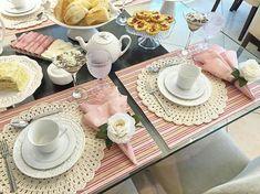 home decor diys Pink Table Settings, Dining Etiquette, Table Setting Inspiration, Napkin Folding, Decoration Table, Dinner Table, Table Runners, Tablescapes, Tea Time