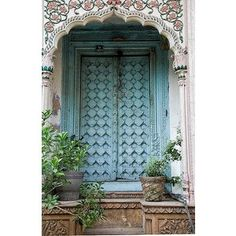 """Hidden under an archway in the old section of Delhi are some old """"mansions"""". The doors are elaborate and colorful, even though the buildings themselves are falling down. Chadni Chowk, Delhi, India by Susani Les Doors, Windows And Doors, Cool Doors, Unique Doors, Jardin Decor, Indian Doors, When One Door Closes, Grand Entrance, Closed Doors"""