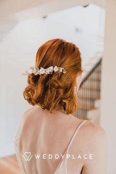 Wir zeigen Euch die schönsten Inspirationen zum Thema Haaraccessoires, geben Euch tolle Tipps und zeigen Euch viele tolle Trends. Also wartet nicht lange und lasst Euch jetzt Inspirieren #Traumhochzeit #Brautfrisur #Haarschmuck Nail Services, Salon Services, Fascinator, Romantic Wedding Hair, Hair Transformation, Flat Iron, Beauty Care, The Hamptons, Hair Inspiration