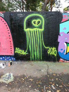 Street art neon -MEDUSA- ... ĽÂME