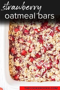 Packed with juicy strawberries and topped with a lusciously buttery crumble, these strawberry oatmeal bars are great for breakfast, as a snack or for dessert.  #oatmealbars #crumbletopping #breakfastrecipe #snack #summerdessert #strawberrydessert Summer Dessert Recipes, Healthy Dessert Recipes, Easy Desserts, Delicious Desserts, Breakfast Recipes, Yummy Food, Strawberry Oatmeal Bars, Strawberry Desserts, Healthy Snacks To Make