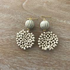 Elegant and classic Seed Bead Earrings, Diy Earrings, Gemstone Earrings, Earrings Handmade, Wire Crafts, Bead Crafts, Beaded Rings, Beaded Jewelry, Jewellery