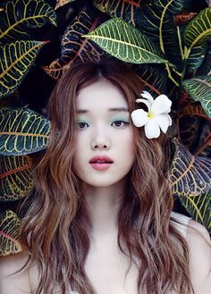 Lee Sung Kyung shows her stuning beauty as a bride in wedding pictorial for Singles - Latest K-pop News - K-pop News Korean Actresses, Korean Actors, Female Actresses, Lee Sung Kyung Fashion, Lee Sung Kyung Makeup, Korean Magazine, Marie Claire, Kdrama, Weightlifting Fairy Kim Bok Joo