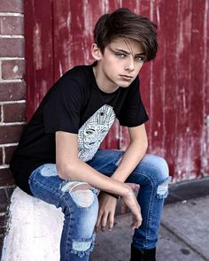 Celebrities - William Franklyn-Miller Photos collection You can visit our site to see other photos. Teen Boy Fashion, Young Fashion, Beautiful Girl Image, Beautiful Boys, William Franklyn Miller, Adolescents, Boy Pictures, Models, Hot Boys