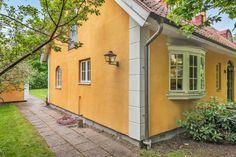 Skandiavägen 4 D Garage Doors, Shed, Villa, Outdoor Structures, Outdoor Decor, Home Decor, Lean To Shed, Decoration Home, Room Decor