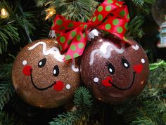 Gingerbread Ornaments, Christmas Ornaments To Make, Noel Christmas, Handmade Christmas, Christmas Bulbs, Gingerbread Man Crafts, Gingerbread Christmas Decor, Handpainted Christmas Ornaments, Grinch Ornaments