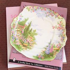 Vintage Royal Albert 'Kentish Rockery' Cake Plate with an amazing scenery. Porcelain Ceramics, China Porcelain, Cake Plate, Price Guide, China Patterns, Royal Albert, Teapots, Fine China, Tea Time