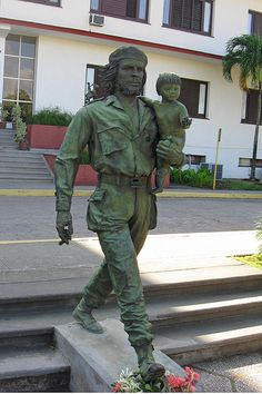 Statue of Che Guevara in Santa Clara, Cuba – hopefully getting decorated by the loros de vez en cuando. Santa Clara, Varadero, Trinidad, Statues, Viva Cuba, Ernesto Che Guevara, Cuban People, Fidel Castro, Cuba Travel