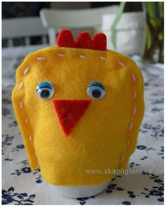 Skapligt Enkelt: Kyckling-äggvärmare Easter Crafts, Diy And Crafts, Crafts For Kids, Textiles, Bindi, Too Cool For School, Creative Kids, Diy For Kids, Dinosaur Stuffed Animal