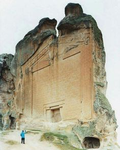 Yazilikaya-midas monument: Notice how much it resembles the Gate of the Gods in South America!