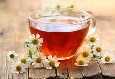 Relieve It With A Herb: Chamomile Tea For A Sore Throat. The next time a sore throat troubles you, try some chamomile tea to soothe it. Healing Herbs, Natural Healing, Migraine, Best Tea Brands, Camomille Romaine, Troubles Digestifs, Holistic Treatment, Good Morning Coffee, Chamomile Tea