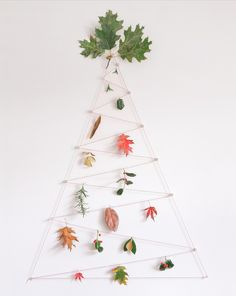 Nature Christmas tree - keep adding to it with your nature walk finds! Find items you want to keep & display your years worth at Xmas! Wall Christmas Tree, Decoration Christmas, Christmas In July, Xmas Tree, Winter Christmas, Tree Tree, Fall Decor, Alternative Christmas Tree, Navidad Diy