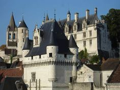Loches - medieval town in the Indre-et-Loire, France. Castle of Loches, which was the hiding place of Joan of Arc in June 1429, during the French Revolution. Watch: http://destinations-for-travelers.blogspot.com.br/2015/08/loches-indre-et-loire-france.html #cité #royale #Touraine #ValdeLoire #loches #loirevalley #france #frança #indretetloire #valedoloire #donjondeloches #castleofloches #LochesCastle #ChâteaudeLoches #ChateaudeLoches #JoanadArc