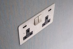 Product ref: HSS38.2B, range Focus SB Horizon, finish satin stainless steel. Integrated USB Socket with black interiors.