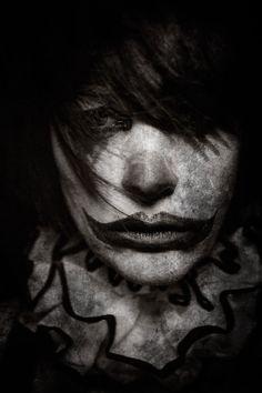 Портреты клоунов, от которых стынет кровь
