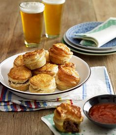 Party pies :: Gourmet Traveller   REFERENCE: How to make shortcut pastry