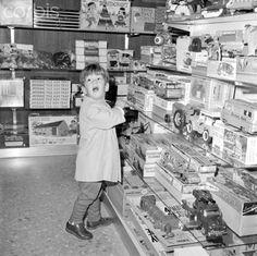 John F Kennedy Jr enjoying a visit to the toy store at Dulles International Airport, Washington D. C., 12/8/63.  ♡❀♡❀♡❀♡✿♡❁♡✾♡✽♡  John Fitzgerald Kennedy, Jr. (November 25, 1960 – July 16, 1999 . http://en.wikipedia.org/wiki/John_F._Kennedy_Jr.