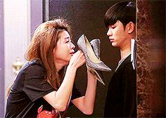 my gifs my post kdrama kim soo hyun i just love her so much jeon ji hyun q u e u e you who came from the stars you from another star man from the stars kdrama: ywcfts otp: earthlings call it as fate lol this scene XD *the shoes that hv our memories*sobs
