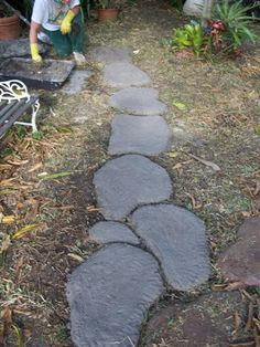 Stepping Stones DIY -great tutorial on free form concrete path made to look like stones ( discusses concrete dye as well)