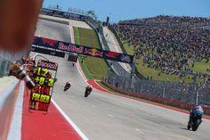 MotoGP #AmericasGP FINAL... ¡Quinta victoria consecutiva de Marc Marquez en Austin! Caída de Viñales y Rossi con el segundo lugar se pone líder antes de llegar a Jerez. Qué Mundial nos espera!  1º Marquez 2º Rossi 3º Pedrosa 4º Crutchlow 5º Zarco 6º Dovi 7º Iannone 8º Petrucci 9º Lorenzo 10º Miller  CLASIFICACIÓN #MotoGP  1º ROSSI 56 pts 2º VIÑALES 50 3º MARQUEZ 38 4º DOVI 30 5º CRUTCHLOW 29 6º PEDROSA 27  MotoGP