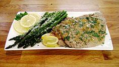 Escalopes de veau au citron, accompagnées d'asperges grillées au four Easy Healthy Recipes, Asparagus, Four, Lunch, Chicken, Vegetables, Cooking, Attention, Grilled Asparagus