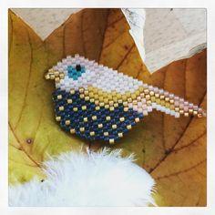 Trop contente de ce bel oiseau Il va être super sympa monté en broche ! Merci @rose_moustache pour le motif ! #brickstitch #miyuki #miyukiaddict #bird #jenfiledesperlesetjassume #jenfiledesperlesetjaimeca #happy #photooftheday #picoftheday #instadaily