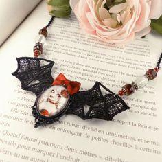 Collier dentelle Fizzing Cherry // burlesque cabaret // Fait main #CloveredC  #cabaret #red #burlesque #necklace #pinup #steampunk #rose #heart #cameo #handmade #handcrafted