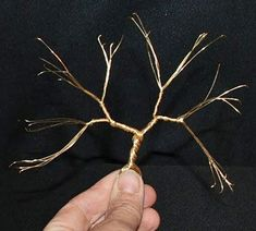 Wire Art Sculpture, Tree Sculpture, Handmade Wire Jewelry, Wire Wrapped Jewelry, How To Make Trees, Copper Wire Art, Seed Bead Art, Bonsai Wire, Wire Crafts