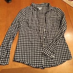 {Old Navy} Black/white Gingham Top Black & white checkered top....looks really cute under a vest!! True to size... Old Navy Tops Button Down Shirts