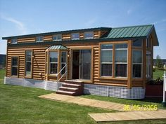 Get away from it all with this classic cabin park home.