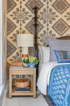 Love wallpaper After living in Manhattan for 25 years, designer Jenny Keenan's clients decided they were ready for a change of pace, so they made the beach town of Sullivan's Island, South Carolina th…