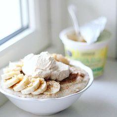 https://instagram.com/p/-DvaqfsTL_/   breakfast - havregrøt toppet med banan, valnøtter og kanel, og banan-valnøtt Kvarg✨