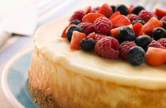 Cheescake Baking Instructions - Use these 10 simple secrets to make the perfect cheesecake. No cracks, perfectly done, creamy cheesecake. Frozen Cheesecake, Ricotta Cheesecake, Berry Cheesecake, Classic Cheesecake, Cheese Cake Factory, The Cheesecake Factory, Cheescake Recipe, Baked Cheesecake Recipe, Cheesecake Recipes