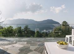 Der Bodenbelag dieser Terrasse ist in Valmalenco ausgeführt.