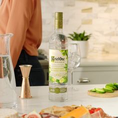 Having the girls over? Why not treat them to a botanical spritz, with less calories than a glass of white wine. Mix oz Ketel One Botanical with 3 oz Soda Water. Serve in a wine glass with ice…More Good Healthy Recipes, Healthy Chicken Recipes, Healthy Drinks, Diet Recipes, Vegetarian Recipes, Eat Healthy, Dinner Healthy, Lunch Recipes, Healthy Life