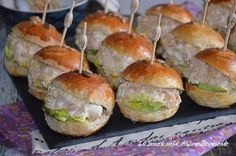 Salmon recipes 766878642779406903 - mini burger froid au thon Source by Tapas, Pan Bagnat, Tuna Burgers, Mini Hamburgers, Snack Recipes, Dinner Recipes, Ham Recipes, Vegetarian Recipes, Hamburger Meat Recipes