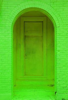 Espérame en la entrada de la puerta verde.