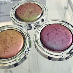 "Chameleon Glow eyeshadow in ""U-Turn"" 
