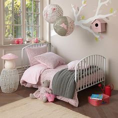 chambre fille.. love the pink and gray, new obsession paper lanterns hanging.