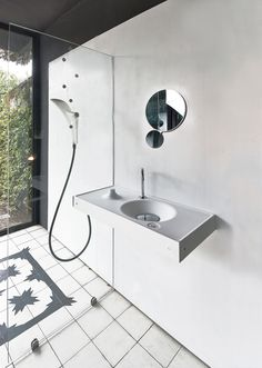 "HOST by WET features the advanced line ""magnetic"" glass showerwall"