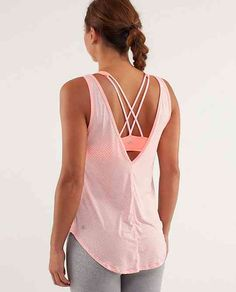 Talk about Fashion AND function this lululemon tank is perfect for a swim suit cover up and hot yoga. SO light and comfortable. Athletic Outfits, Athletic Wear, Sport Outfits, Athletic Tank Tops, Athletic Clothes, Tennis Outfits, Sporty Clothes, Tennis Skirts, Gymnastics Outfits