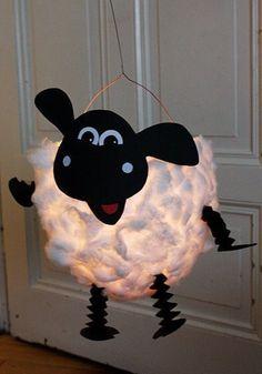 DIY sheep lantern: in 3 steps to a beautiful lantern for St. Martin - DIY sheep lantern: 3 steps to a beautiful lantern for St. Kids Crafts, Diy And Crafts, Arts And Crafts, Recycled Crafts, Lantern Craft, Diy Y Manualidades, Shaun The Sheep, Diys, Paper Lanterns