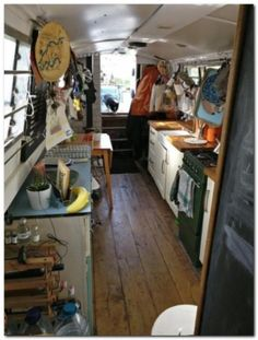 Cheap Houseboat Interior Ideas - The Urban Interior Bungalow, Canal Boat Interior, Narrowboat Interiors, Narrowboat Kitchen, Canal Barge, Houseboat Living, Houseboat Ideas, Houseboat Decor, Tiny House Movement