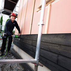 Fabrikkmalt kledning gir store tidsbesparelser og effektiv bygging, siden huset allerede er grunnet og malt med ett strøk når kledningen settes opp. Bruk gjerne vår nyhet Drygolin Nordic Extreme, når du skal male toppstrøket. Ladder, Stairway, Ladders, Stairs