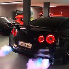 R35 Gtr, Nissan Gtr R35, Nissan Gtr Black, Ford Gt40, Car Videos, Jdm Cars, Amazing Cars, Cool Gadgets, Creative Design