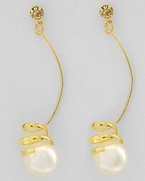 Pearl earrings with a swirl