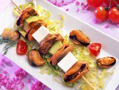 Aperitivo colorido para empezar la semana: Brocheta de #mejillones, aguacate y #queso fresco. ¿Preparado para decorar y emplatar?