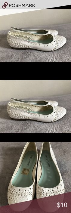 White flats Spring white flats size 7 W. preowned Payless Shoes Flats & Loafers